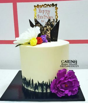 Flora Chocolate Crown Cake N14,500 N8inc 3layers For her
